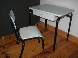 rajeunir un meuble : bureau ecolier mis en peinture